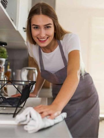 kitchen cleaning hacks featured image